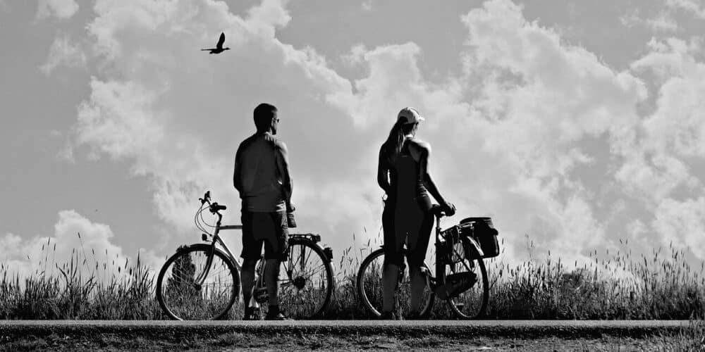 man vrouw met fiets